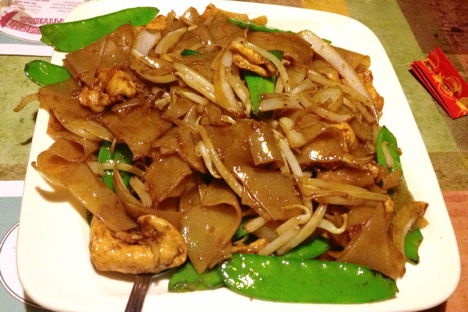 photo of chicken chow foon from Cheng Du, Stoughton, MA