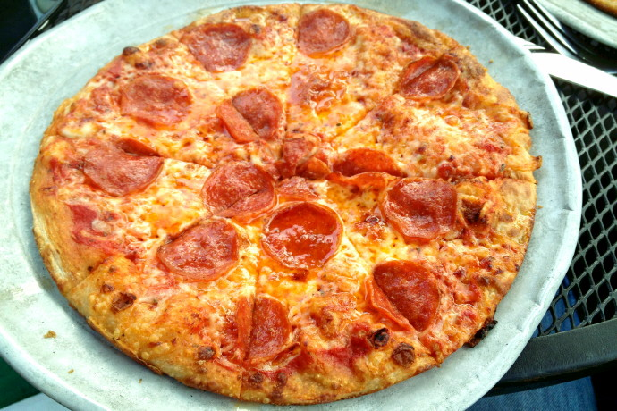 photo of pepperoni pizza from Darcy's Village Pub, Quincy, MA (from hiddenboston.com)