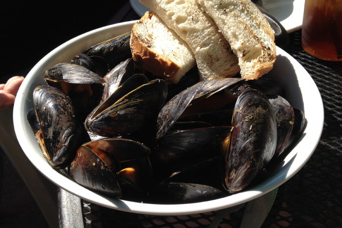 Ten Great Seafood Dishes: Mussels from The Lobster Shanty, Salem, MA