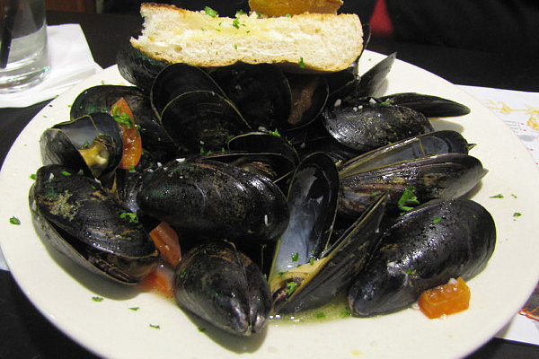 photo of mussels bianco from Louis, Quincy, MA