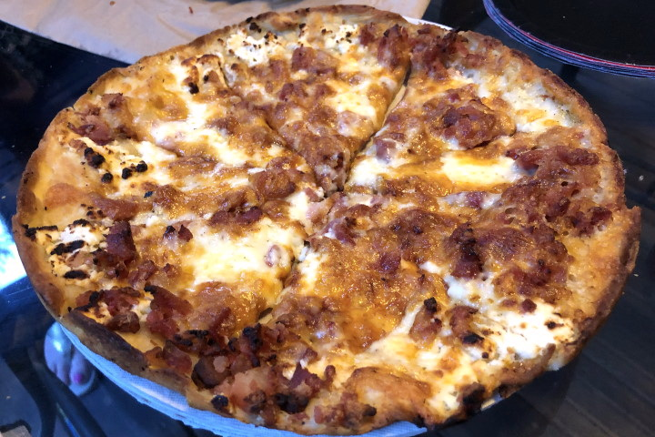 photo of bacon and feta pizza (bar pizza) from the Venus Cafe, Whitman, MA