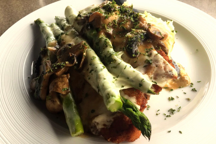 photo of Chicken Amanda (chicken, asparagus, mushrooms, mozzarella cheese, wine sauce) from Winthrop Arms, Winthrop, MA